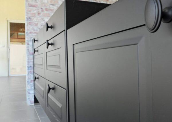 Black,Handles,Vintage,Style,On,Black,Kitchen,Wooden,Cabinets